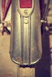 Retro- Fahrradfenderdetail Abbildung der roten Lilie Lizenzfreie Stockfotos