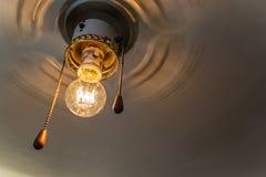 Retro fan med Edisons lampa Arkivfoto
