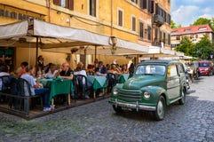 Retro Fiat in Trastevere op 23 September, 2016 in Rome wordt geparkeerd dat Stock Fotografie