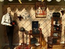 Retro finestra del negozio a GOMMA immagini stock libere da diritti
