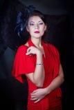 Retro flicka i en röd klänning Arkivbilder