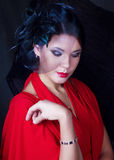 Retro flicka i en röd klänning Royaltyfria Foton