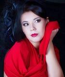 Retro flicka i en röd klänning Arkivbild