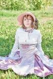 Retro flicka med hatten Royaltyfria Foton