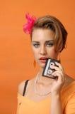 Retro flicka med kassetten Arkivfoton