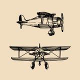 Retro flygplanlogo för tappning Vektorhanden skissade flygillustrationen i gravyrstil för affischen, kortet etc. royaltyfri illustrationer