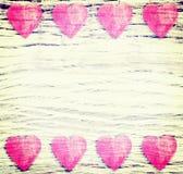 Retro fondo filtrato con i cuori di legno Fotografie Stock