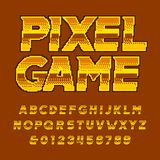 Retro fonte di alfabeto della galleria Lettere e numeri dorati del pixel illustrazione di stock