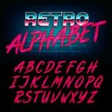 retro fonte di alfabeto di 80 ` s Lettere brillanti di effetto di incandescenza Fotografie Stock Libere da Diritti