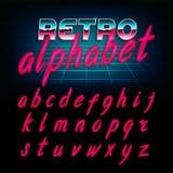 retro fonte di alfabeto di 80 ` s Lettere minuscole brillanti di effetto di incandescenza Fotografia Stock
