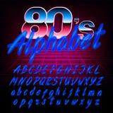 retro fonte di alfabeto di 80 ` s Lettere maiuscole di effetto di incandescenza e minuscole brillanti Fotografie Stock