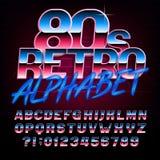 retro fonte di alfabeto di 80 ` s Tipo luminoso lettere e numeri di effetto metallico illustrazione vettoriale