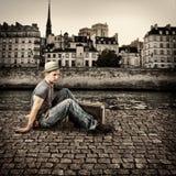 Retro- Foto des jungen Reisenden des gutaussehenden Mannes Stockbild