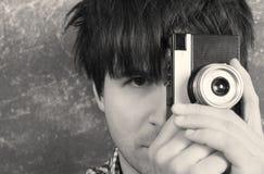 Retro- Fotograf, der geht, ein Foto von Ihnen zu machen Stockfoto
