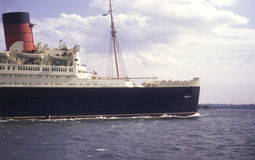 Retro fotografia sławny liniowiec Queen Mary na jej lst podróży od NY Obraz Stock