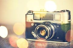 Retro fotografii kamera na bokeh tle Zdjęcia Royalty Free