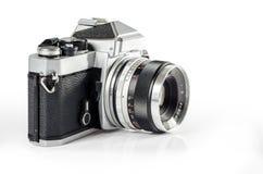 Retro- Fotokamera lokalisiert auf Weiß: Beschneidungspfad Lizenzfreies Stockfoto
