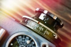 Retro fotokameralins arkivfoton