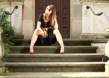 Retro- Frau auf Straße der alten Stadt Gdansk Lizenzfreies Stockbild