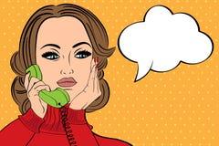 Retro- Frau der Pop-Art in den Comics reden die Unterhaltung am Telefon an Lizenzfreie Stockfotos