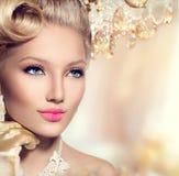 Retro- Frau der Schönheit Stockbilder