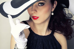Retro- Frau in einem Hut Lizenzfreies Stockfoto