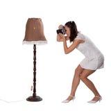 Retro- Frau mit einer alten Kamera Stockbild