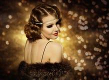 Retro- Frauen-Frisur-Porträt und Make-up, Mode-Modell Girl lizenzfreie stockfotografie