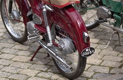Retro gamla retro eller retro bilar och motorcyklar Royaltyfri Bild