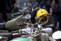 Retro gamla retro eller retro bilar och motorcyklar Arkivfoto