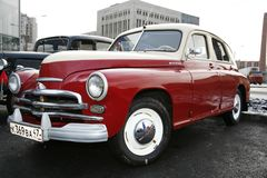 retro gammal bil Volga GAZ Royaltyfri Foto