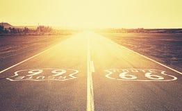 Retro gammal filmstilsolnedgång över Route 66 Royaltyfria Foton