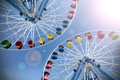 Retro- gefiltertes Bild von Riesenrädern mit Blendenfleck Stockfoto