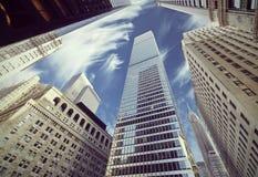 Retro gefiltreerde mening van wolkenkrabbers in Lower Manhattan stock fotografie
