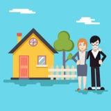 Retro Gelukkige Familie met Huis Modern Real Estate Royalty-vrije Stock Afbeelding