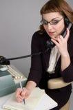 Retro- Geschäftsfrau am Telefon. Lizenzfreie Stockfotos
