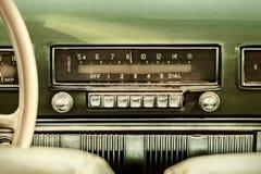 Retro gestileerd beeld van een oude autoradio