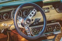 Retro gestileerd beeld van het binnenland van een 1966 Ford Mustang Fastba Royalty-vrije Stock Fotografie