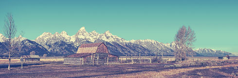 Retro gestileerde beroemde panorama van Grand Teton, de V.S. stock fotografie