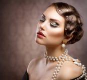 Retro Gestileerde Make-up met Parels Royalty-vrije Stock Afbeelding