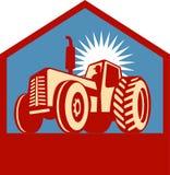 Retro gestileerde tractor met landbouwer Royalty-vrije Stock Foto's