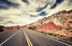 Retro- getontes Bild einer szenischen Straße, USA Lizenzfreies Stockbild