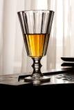 Retro glas van de stijlalcoholische drank Stock Fotografie