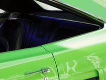 Retro- grünes Auto Lizenzfreie Stockfotos
