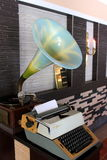 Retro grammofoon en schrijfmachine Royalty-vrije Stock Fotografie