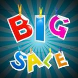 Retro- großer Verkaufs-Wertpapier auf blauem Hintergrund Lizenzfreie Stockfotografie