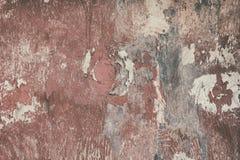 Retro grungy bakgrund av åldrigt trä med skalning av röd målarfärg Royaltyfri Foto