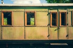 Retro- hölzerner Bahnwagen an der Station von Serbien Lizenzfreies Stockbild