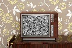 Retro- hölzerner Fernsehapparat auf hölzernen vitage 60s Möbeln Stockbild
