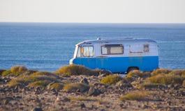 Retro het kamperen bestelwagen royalty-vrije stock fotografie